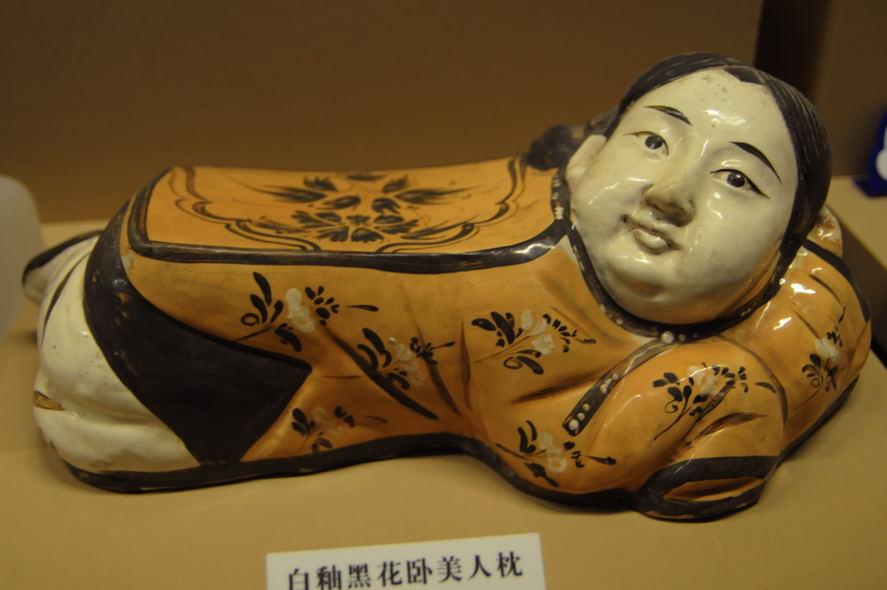 夏は陶枕...それも美人枕がいい: Kimio's Diary 「がらくた日記」